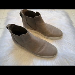 Vince Newlyn Booties In Woodsmoke 8M..barely worn